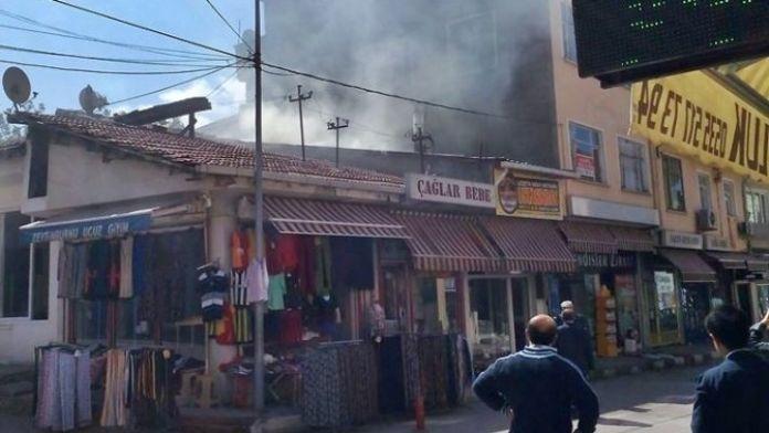 Lokantanın Çatısında Yangın Çıktı