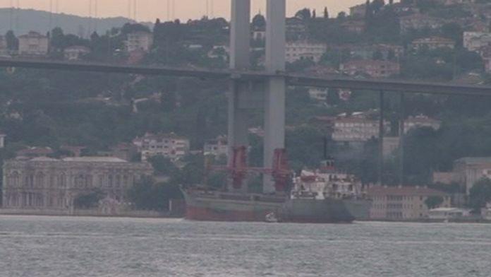 Türkiye'den satın aldıkları gemiyle Boğaz'dan geçtiler