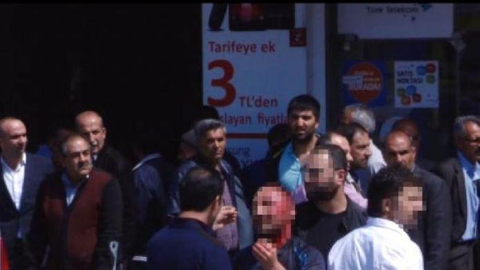 Kırsal kesimden gelen PKK'lı Van Valiliği önünde 2 el bombası ve tabanca ile yakalandı