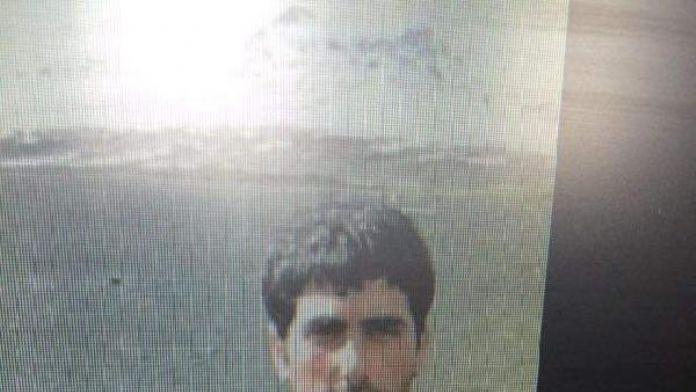 Kırsal kesimden gelen PKK'lı Van Valiliği önünde 2 el bombası ve tabanca ile yakalandı (2)