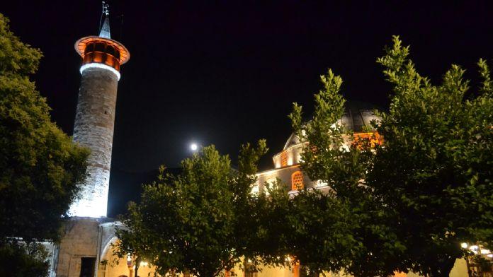 Anadolu'nun ilk camisinde Berat Kandili kutlandı
