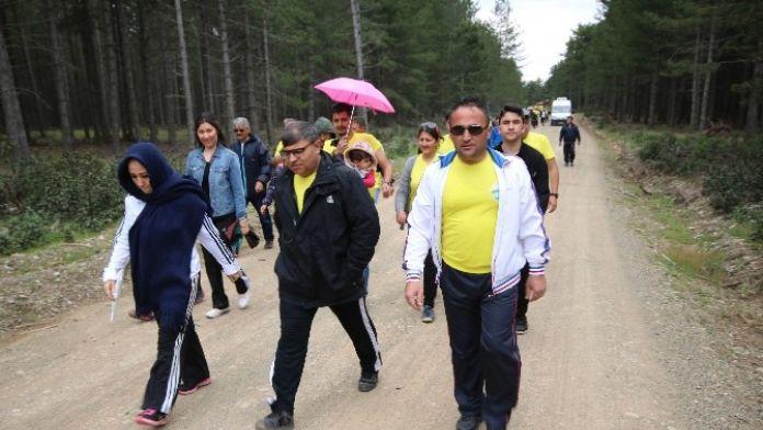 Beyşehir'deki Kamu Çalışanları Şehitler Anısına Doğada Yürüdü