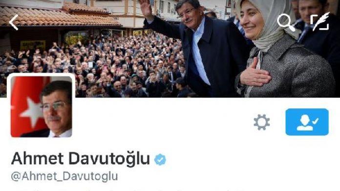 Davutoğlu, istifa sonrası Twitter'dan 'Başbakan' ve 'Genel Başkan' ünvanlarını kaldırdı