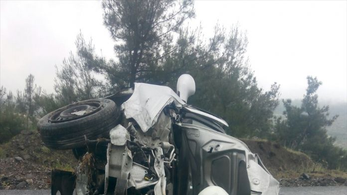 Balıkesir'de otomobil devrildi: 1 ölü, 4 yaralı