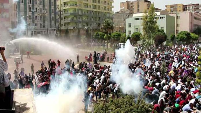 Türk Bayrağı indirildi, ortalık karıştı
