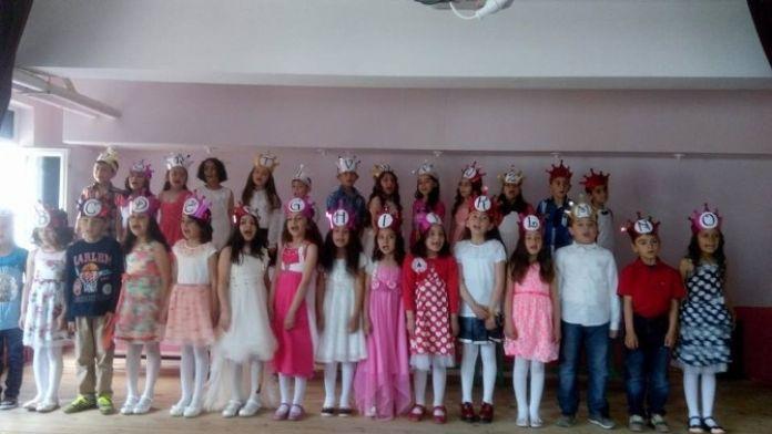Atatürk Ortaokulu Öğrencilerinden İngilizce Gösteri
