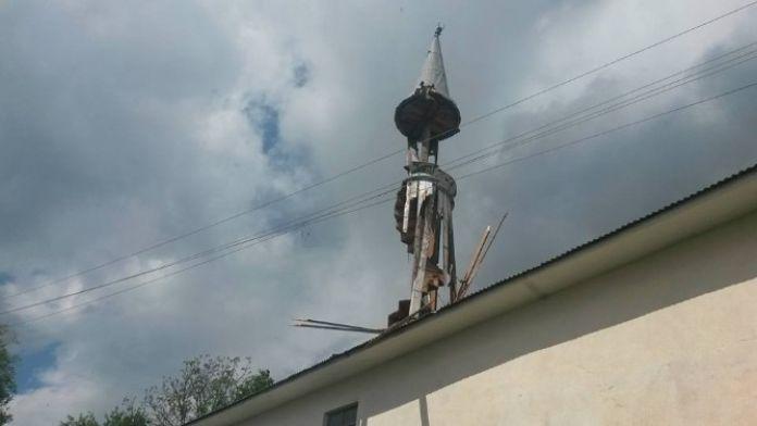 Minareye Yıldırım Düştü