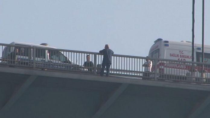 Köprüde intihar girişimi İstanbul trafiğini felç etti