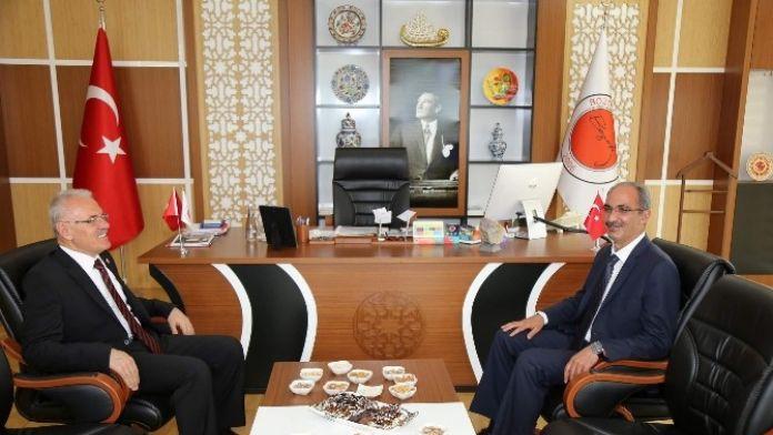 Ahi Evran Üniversitesi Rektörü Karakaya Bozok Üniversitesi Rektörü Karacabey'i Ziyaret Etti