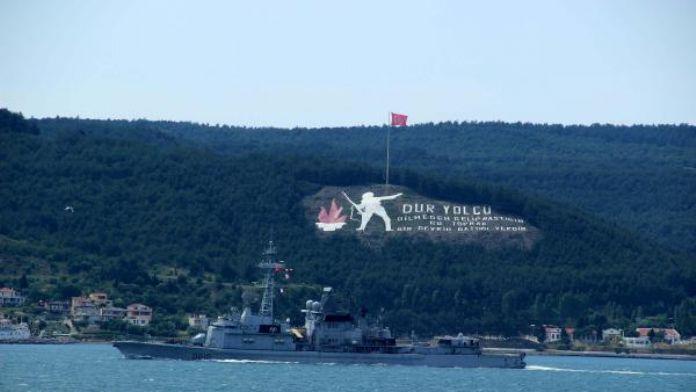 Fransız askeri gemisi Çanakkale'den geçti