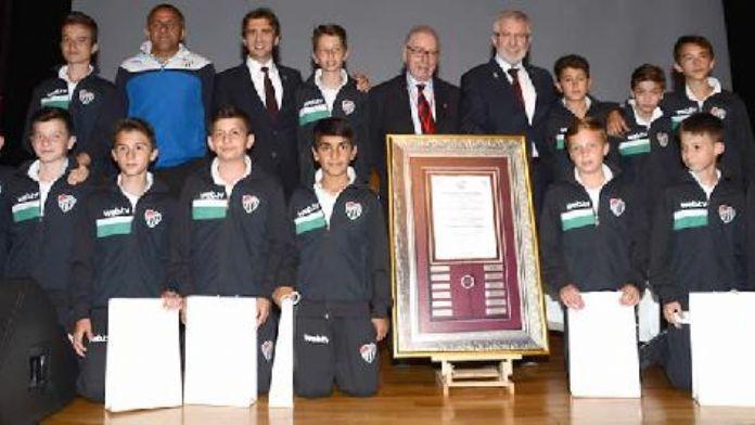 Bursaspor'un Fair-Play ödüllü U 11 Takımı üniveritelilerle buluştu