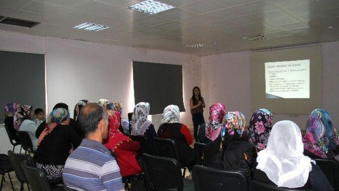 Kaynartepe'de Ailelere İhmal-istismar Eğitimi