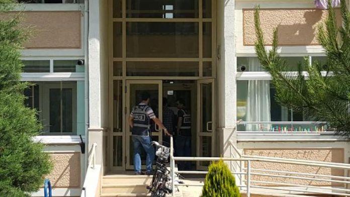 Düzce'de Zaman gazetesi temsilcilerinin evlerine baskın