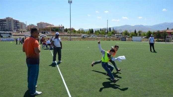 Malatya'da Okullar Arası Geleneksel Çocuk Oyunları Yapıldı