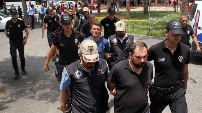 Terör Operasyonunda Yakalanan 12 Kişiden 10'u Tutuklandı