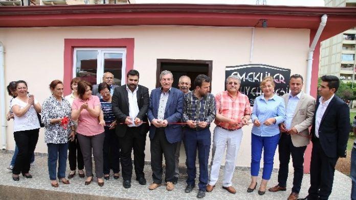 Emekliler Kahvehanesine Kütüphane Açıldı
