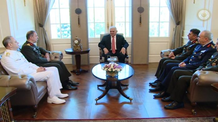 Başbakan sıfatıyla ilk kez komutanları kabul etti