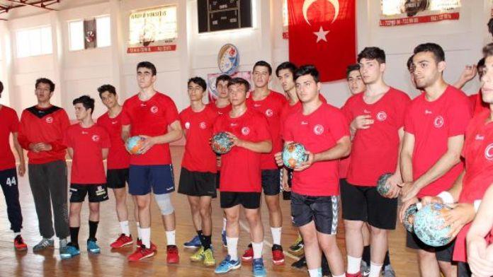 U18 Hentbol Milli Takımı Serik'te kampa girdi