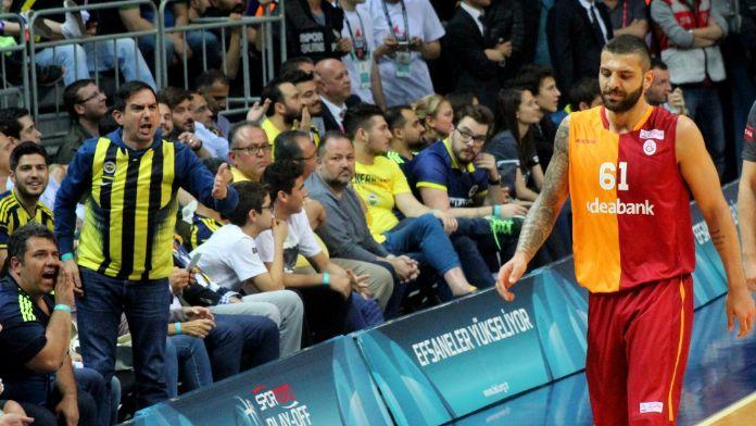 Galatasaraylı Göksenin'den Fenerbahçe'ye gönderme