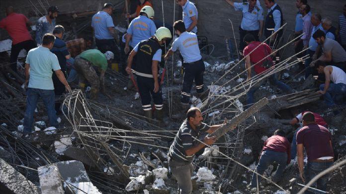Mersin'de inşaatta çökme