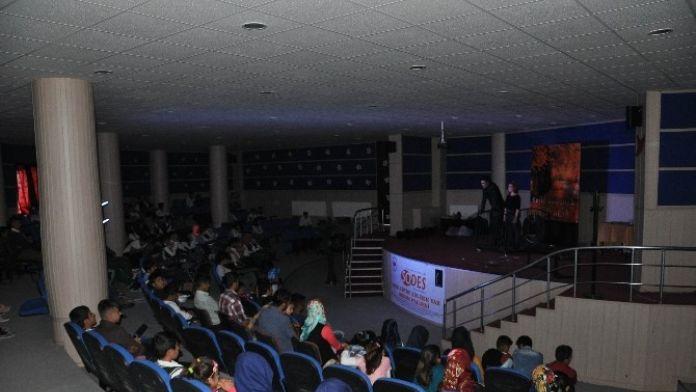 Sincik'te 'Mevlana' Ve 'Madde Bağımlığı' Tiyatro Gösterileri Sahnelendi