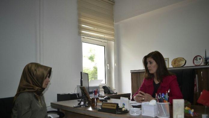 Halkla İlişkiler Bölüm Başkanı Esin ECE Özdemir, İletişim Hayatında Teknoloji Kullanımını Anlattı