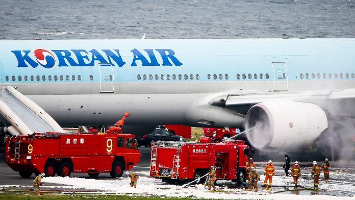 Uçakta yangın: 7 yaralı