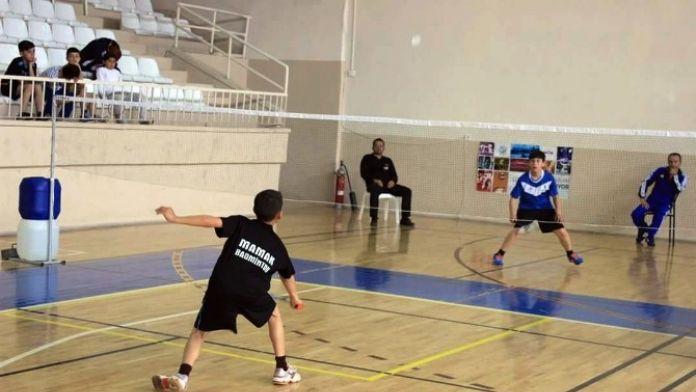 Mamak Badminton Takımı Madalyaları Topladı