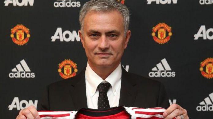 Mourinho resmen 'Kırmızı Şeytan'oldu