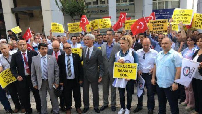 İzmir'de TSK bünyesinde görev yapan sivil memurlardan protesto