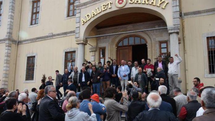 Nureddin Yıldız'ın konferansına tepki olayında gözaltına alınan 17 kişi adliyede (2)
