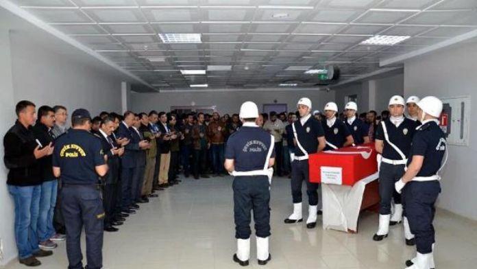 Halı sahada kalp krizi geçiren polis memuru hayatını kaybetti