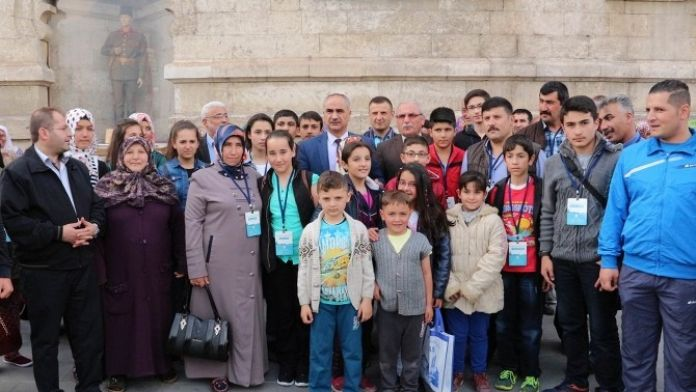 Sivas Belediyesi Başarılı Öğrencileri Ödüllendirdi