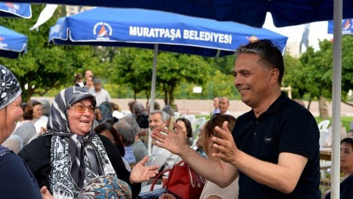 Başkan Uysal'ı Şarkılarla Karşıladılar