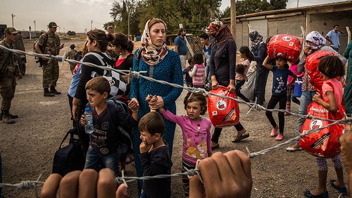 DAEŞ'ten kaçan binlerce kişi yardıma muhtaç