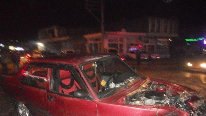 Gölbaşı İlçesinde İki Otomobil Çarpıştı: 4 Yaralı