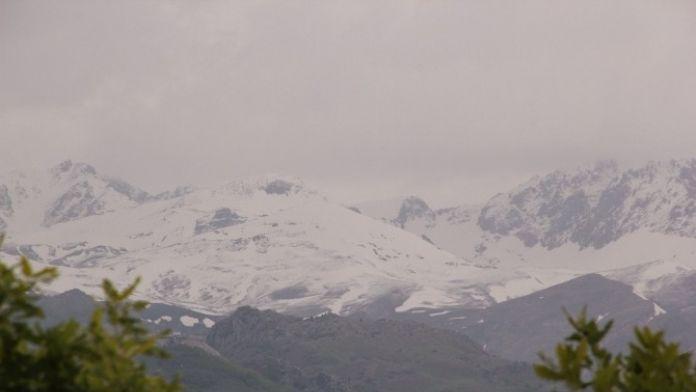 Tunceli'de Yüksek Kesimlere Kar Yağdı