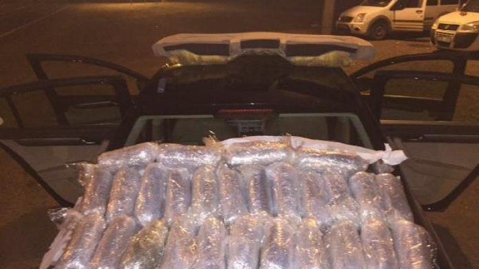 Otomobilin yakıt deposunda 18 kilo esrar ele geçti, sürücü gözaltında