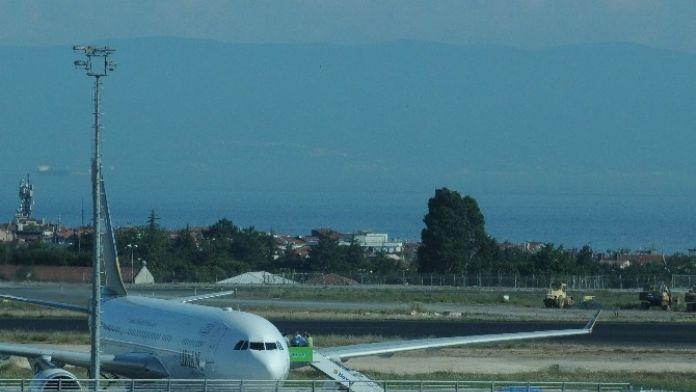 Yolcu Pilotla Tartıştı, Uçuş 5 Saat Gecikti