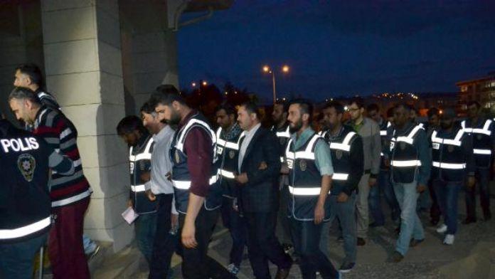 Siirt'te FETÖ/PDY operasyonunda gözaltına alınan 8 kişi adliyede