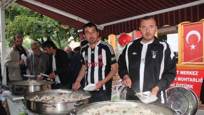 Beşiktaşlılar Şampiyonluklarını Etli Pilav Dağıtarak Kutluyor