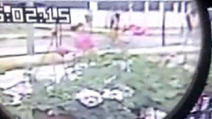 Katil, 2 çocuk annesi öğretmenin cansız bedenini bavulla taşırken görüntülendi
