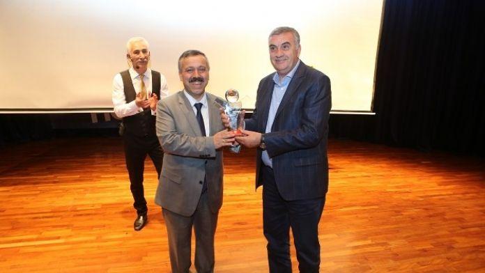 Büyükşehir Belediye Başkanı Zeki Toçoğlu 1. Altın Hilal Ödül Törenine Katıldı