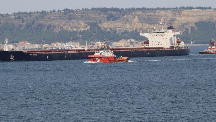Rusya'dan Çin'e giden gemi Boğaz'da arızalandı
