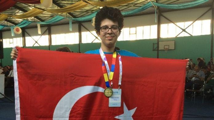 48 Ülkeden 600 Öğrencinin Katıldığı Yarışmada Dünya Şampiyonu Oldu