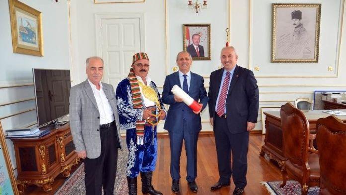 Güreş Ağası Sayı'dan Vali Salihoğlu'na Ziyaret
