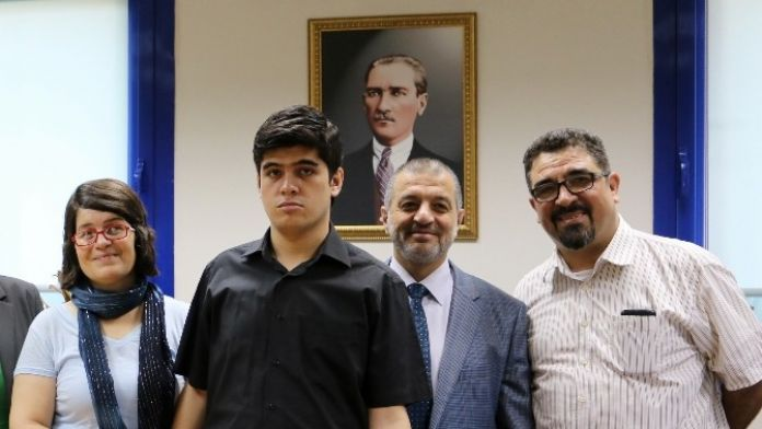 Otistik Deha Buğra, 7'inci Uluslararası Dünya Otizm Festivali'nde Ödül Alacak