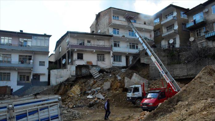 Gümüşhane'de yıkılma tehlikesi bulunan 6 bina boşaltıldı