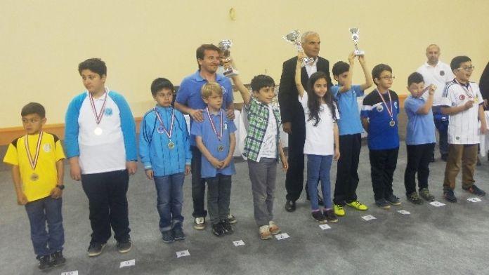 Satranç Ustaları Altınova'da Kıyasıya Yarıştı