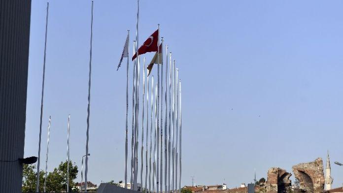 Abdi İpekçi'de Fener Bayrağı Asılmadı
